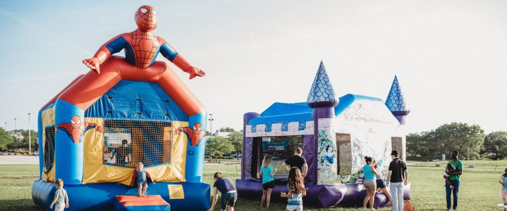 bounce houses at omaha church trunk-or-treat event